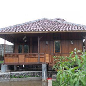 Rumah Kayu Panggung Atap Genteng